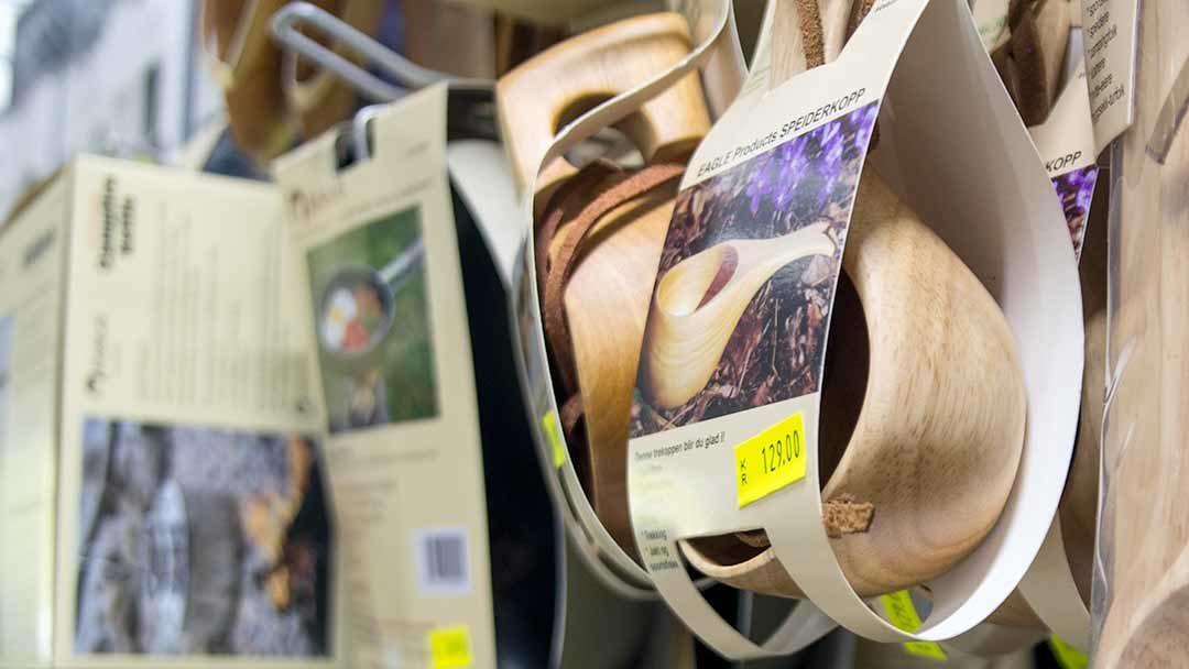 Hamarøy shoppingsenter - tur utstyr - nærbilde - turkopp