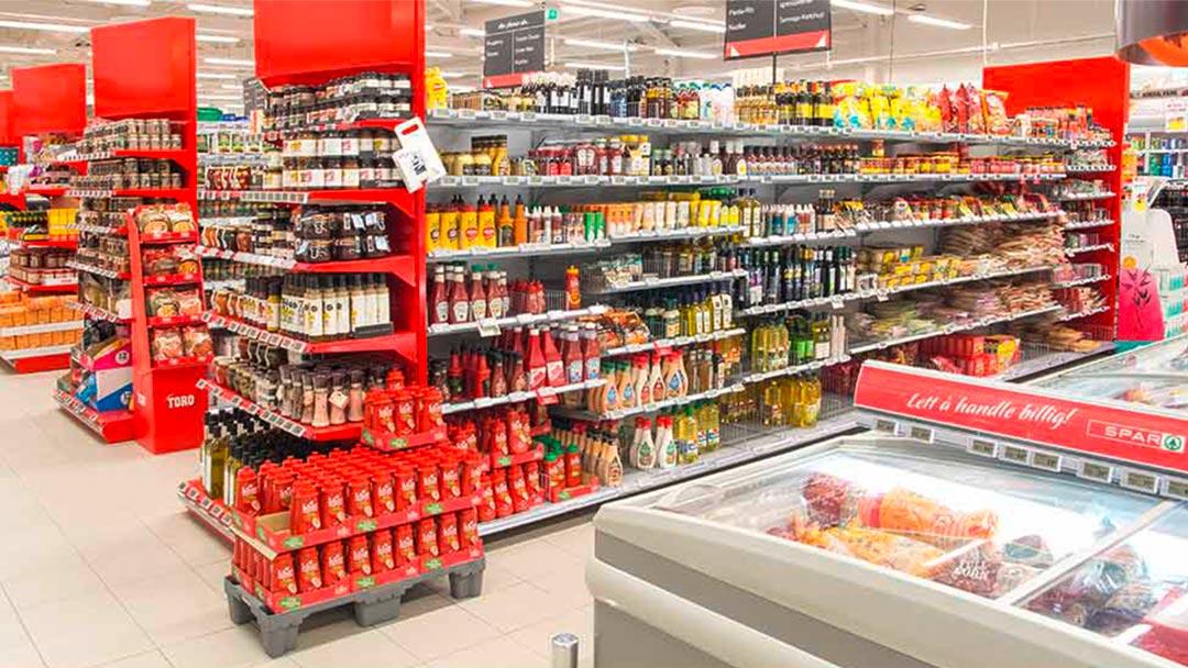 Butikkhyller i matvarebutikk